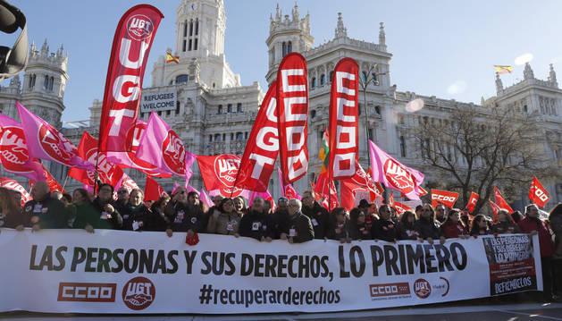 La manifestación convocada este domingo por CC OO y UGT en Madrid para recuperar los derechos perdidos.