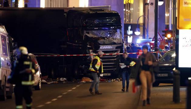 Un camión se ha empotrado este lunes contra un mercado navideño en Berlín, dejando al menos un muerto y varios heridos.