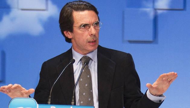 Aznar renuncia a la presidencia de honor del PP