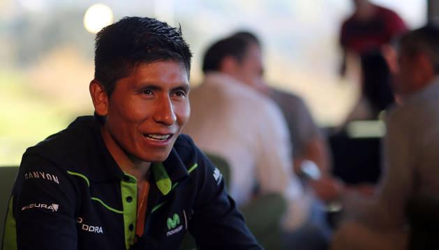 Quintana atendiendo a Diario de Navarra durante el Media Day del Movistar Team en 2016