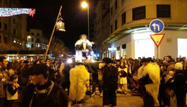 Desfile del Olentzero por las calles de Pamplona.