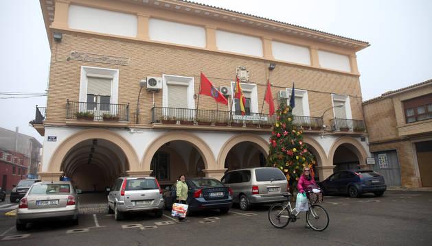 Fachada de la Casa Consistorial de Cortes, situada en la plaza Duques de Miranda.