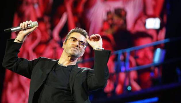 George Michael, durante una actuación.