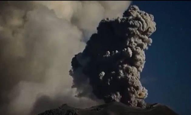 El volcán Sabancaya, en Arequipa (Perú).