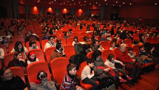 Aspecto de la sala de butacas del teatro Gaztambide, donde tuvo lugar el festival de Navidad.