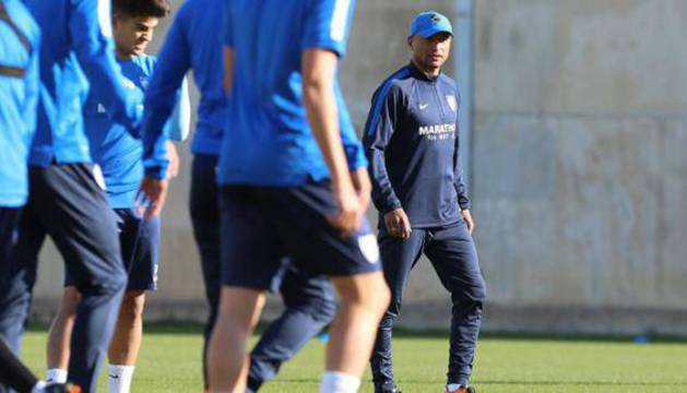 Romero, en el centro, en el entrenamiento de esta mañana.