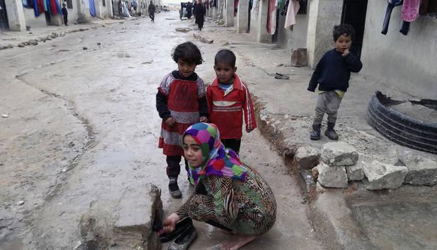 Niños jugando en Yebrín, un pueblo al este de Alepo.