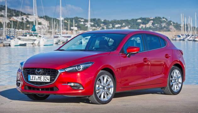 El Mazda3 poco tiene que envidiar a otros modelos más conocidos. Su traje sport salta a la vista y se suma a otros por desbancar al Golf.