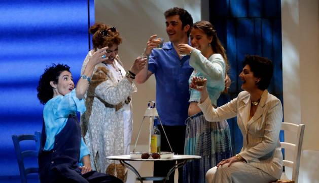 Escena del musical 'Mamma Mia!', que se programó en Baluarte durante el puente de mayo.