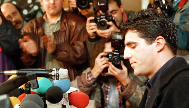 Pocos minutos después del mediodía del 2 de enero de 1997, Miguel Induráin anunciaba en solitario en un hotel de Pamplona su retirada del ciclismo profesional.