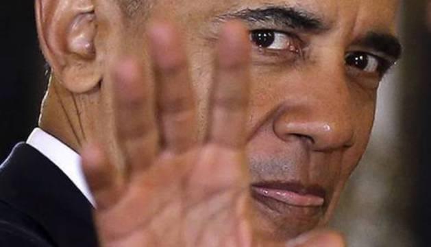 Obama saluda.