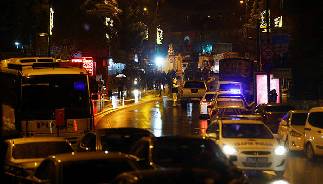 Un ataque armado en una discoteca de Estambul deja al menos 39 muertos