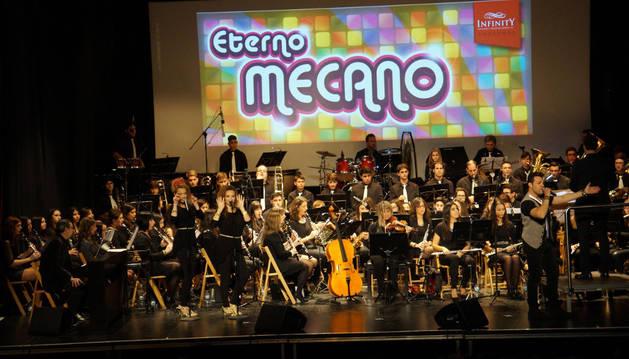 Un momento del concierto en recuerdo a Mecano que se celebró en Valtierra.