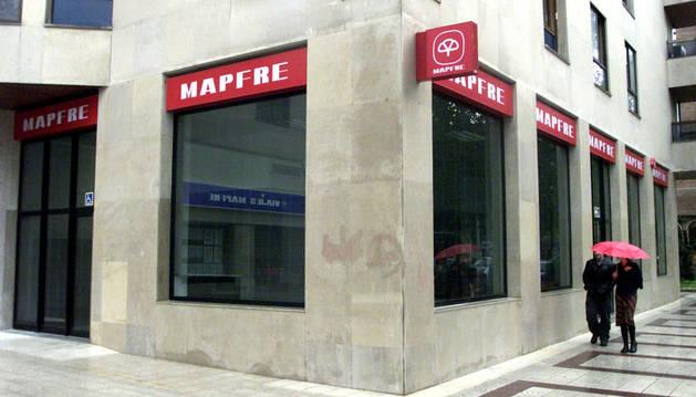 Una oficina de Mapfre en la avenida Bayona de Pamplona.