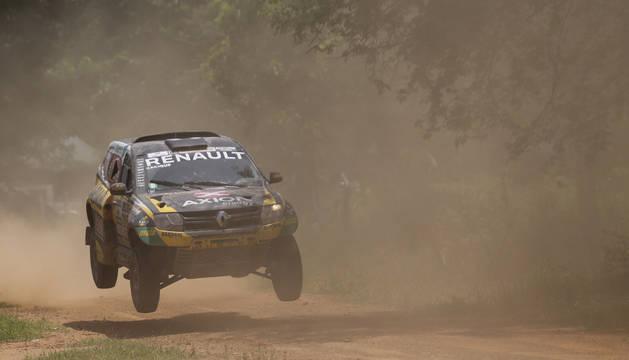 El argentino Emiliano Spataro conduce su vehículo Renault