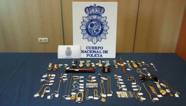 Imagen de unas joyas recuperadas en 2014 por la Policía Nacional