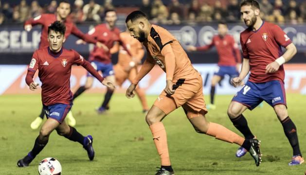 Imágenes del encuentro de ida de los octavos de final de la Copa del Rey, jugado en El Sadar.