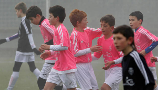 Jugadores del Luis Amigó celebran un gol en el torneo.