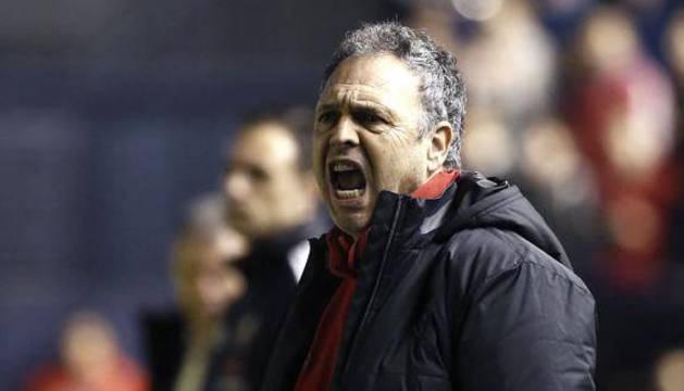 Joaquín Caparrós, durante un partido.