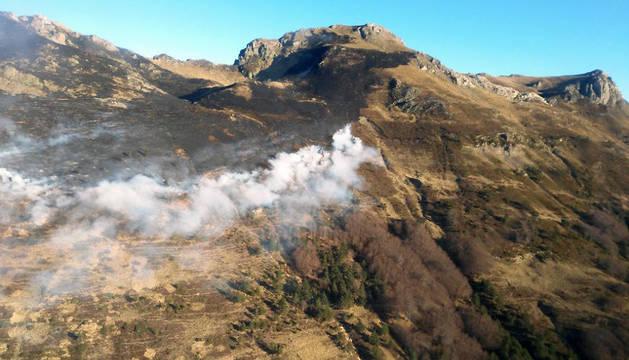 Vista de una parte de la superficie afectada por el incendio.