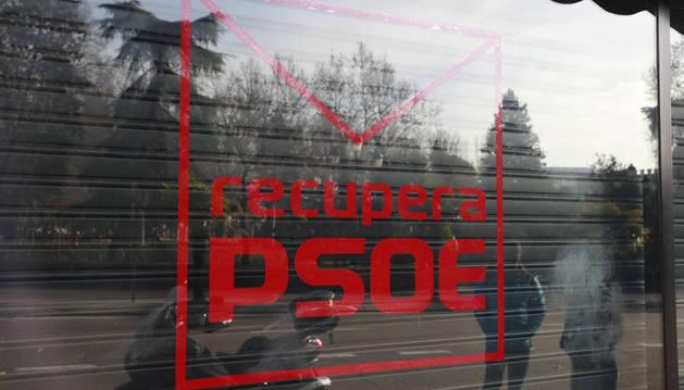 La plataforma RecuperaPSOE, integrada por críticos, ha puesto en marcha un local en la calle Ferraz de Madrid.