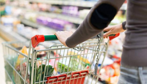 En 'Alimentación, vestido, calzado y vivienda', la tasa de variación interanual desacelera el ritmo de crecimiento al 0,7%.