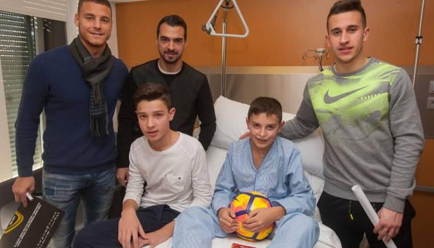 Tano, De las Cuevas y Berenguer, en el hospital.