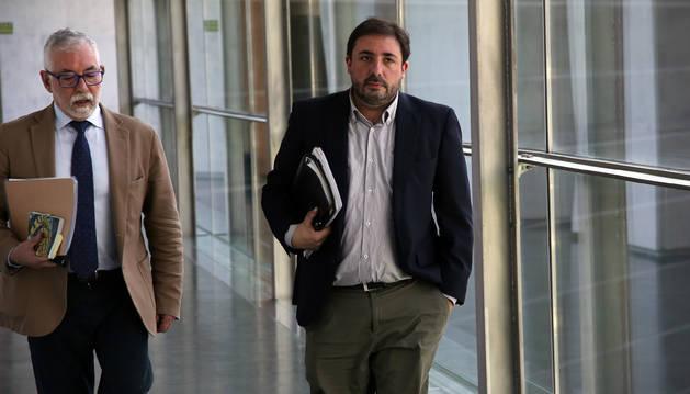Izda. a dcha.: el letrado Miguel Esparza y Unai Hualde, presidente de la comisión CAN.