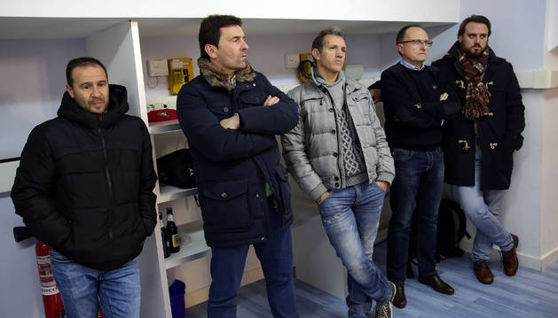 Imagen de izda a dcha, Alfredo, Arozarena, Goikoetxea, Ardanaz y Alberto Carmona escuchando a Vasiljevic.