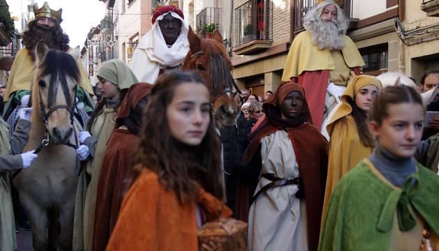 Cientos de personas se acercaron el 6 de enero a Sangüesa para asistir a la tradicional representación del Misterio de Reyes que se celebra en la localidad desde hace 117 años.