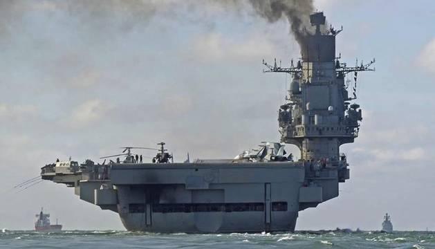 Foto del 'Almirante Kuznetsov', en aguas internacionales.