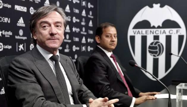 Jesús García Pitarch, junto al consejero del Valencia Anil Murthy.