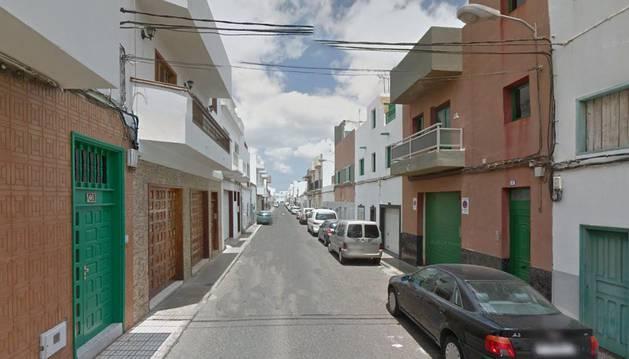 Imagen de la calle Juan Sebastián Elcano de Arrecife, donde se ha producido el incendio.