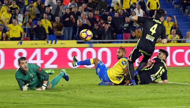 Las Palmas sigue imparable en casa y hunde un poco más a un flojo Sporting