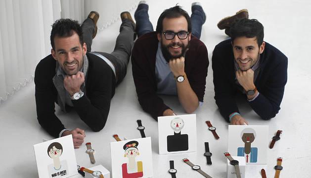 De izquierda a derecha, David Arbizu, y los hermanos David y Adrián Miranda Falces, creadores de la empresa Mâttheo.