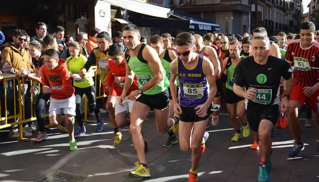 Varios participantes durante la carrera.