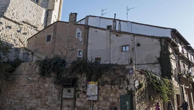 Solares de la calle San Nicolás en los que se alzará el hostal.