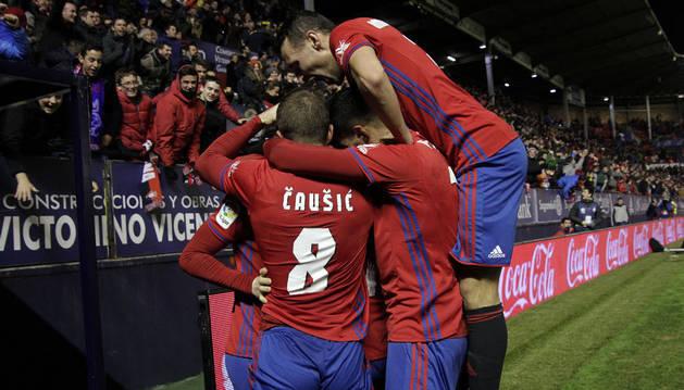 Los jugadores de Osasuna festejan el gol de Carlos Clerc en el minuto 92