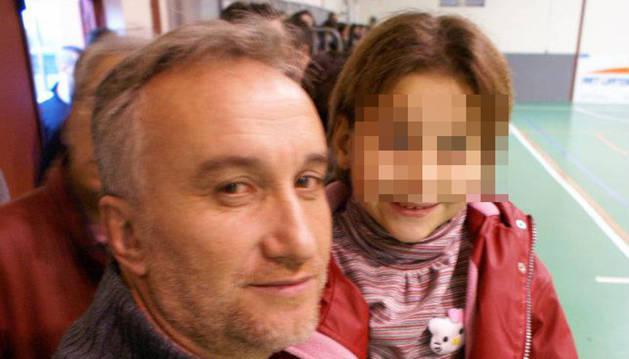 Los Mossos hallan fotos de contenido sexual de Nadia en archivos de sus padres
