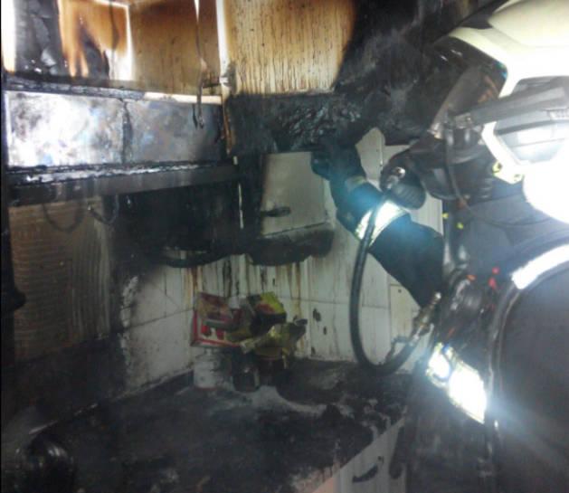 Trasladados al hospital tras intentar apagar un incendio en su piso en Barañáin