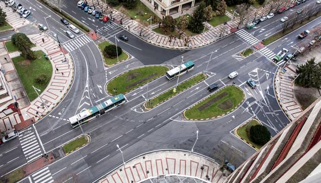 Imagen del aspecto que presentaba ayer la avenida de Pío XII en el cruce con Sancho el Fuerte.