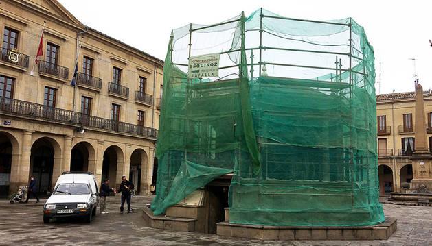 El quiosco de la plaza de Navarra se está rehabilitando.