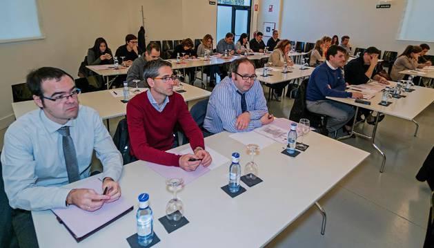 Abogados asistentes a una sesión de formación organizada por el colegio de Estella abierta a participantes del conjunto de Navarra en noviembre de 2015.