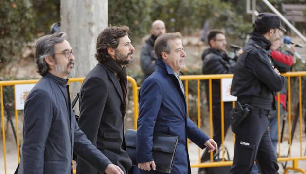 El menor de los hijos del expresidente de la Generalitad de Cataluña, Oleguer Pujol, acompañado de sus abogados.