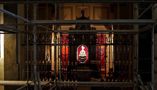 Los andamios ocupan ahora la nave central de San Lorenzo y luego pasarán a la capilla de San Fermín.
