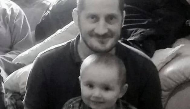 Nick Rose y su hijo Logan