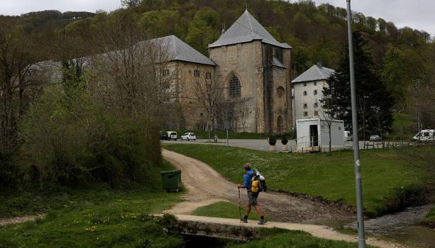 La Colegiata de Roncesvalles, donde se encuentra el albergue al que fueron trasladados los peregrinos.
