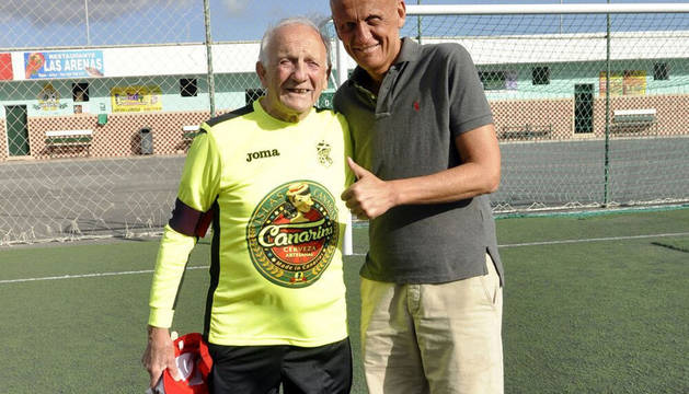 Tano Zunino junto al ex colegiado internacional italiano Pierluigi Collina.