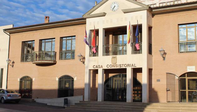 Fachada del ayuntamiento de Sesma, en la plaza de la Diputación.