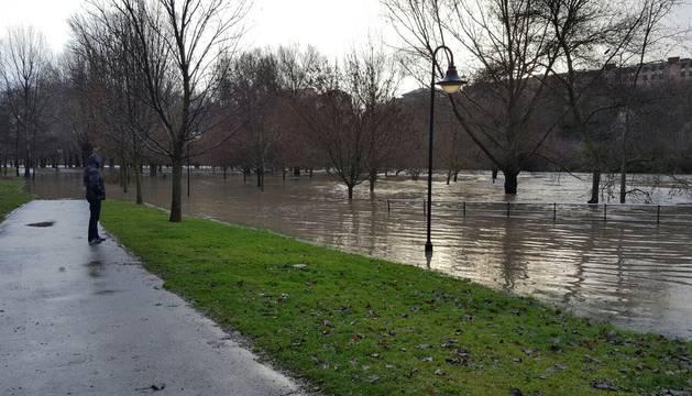 En directo: Villava activa el plan de inundaciones por la crecida del Arga